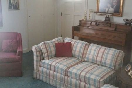 Shared home 1 mile from ft  bragg - Spring Lake