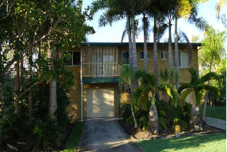 Tin Can Bay Beach - Dog Friendly - House