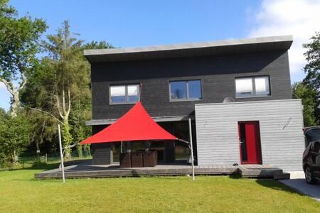 Belle maison contemporaine en bois - House