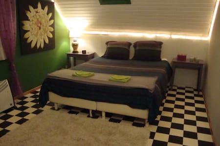 Knusse kamer in kleine gezinswoning - Rumah