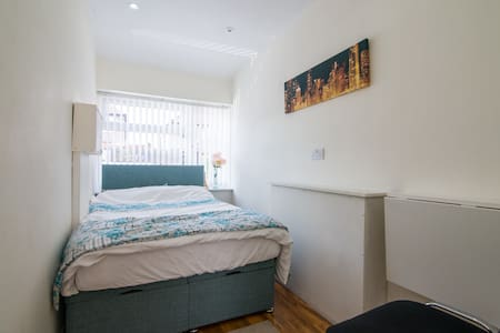 Close to Airport/City En Suite Room - Liverpool - House