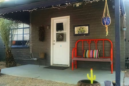 Desert Casita in Quirky Tucson - House