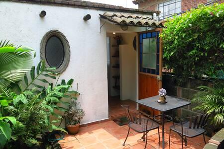 Lindo bungalow céntrico y privado - Tepoztlán - Bungalov