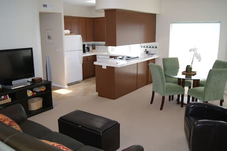 50% OFF Monthly! Ocean Views & Steps to the Beach! - Wohnung