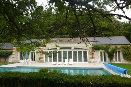 Chateau Guesthouse & Pool-Sleeps 5 - House