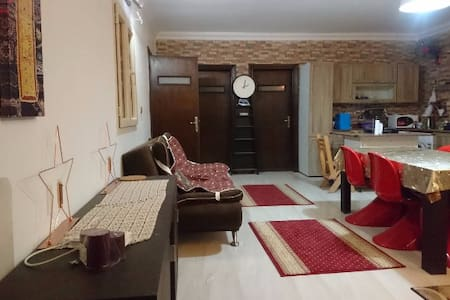 Spacious Private Room in a 4-Rooms-Appartment - Lakás
