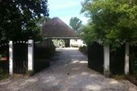 Landelijk vakantiehuis met zwembad! - Kisház