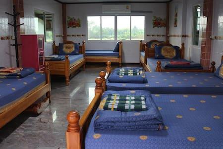 Experience Thai Life in Singburi - Tambon Phrom Buri - Dorm