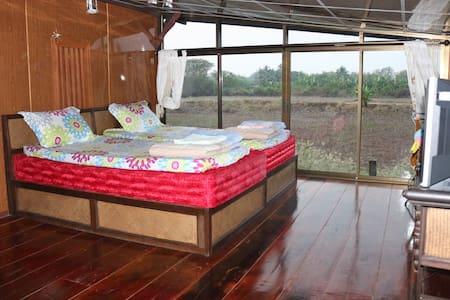 Experience Thai Life in Singburi - Phrom Buri - Bed & Breakfast