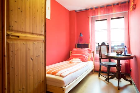 Munich City: cosy and quiet room on the gardenside - München - Apartment