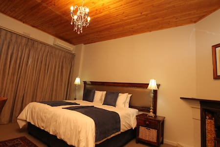 33 On First Guesthouse (2nd Avenue) - Johannesburg - Bed & Breakfast