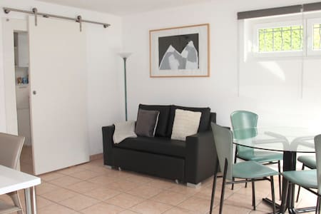 Bright, independent 2 room flat - Huoneisto
