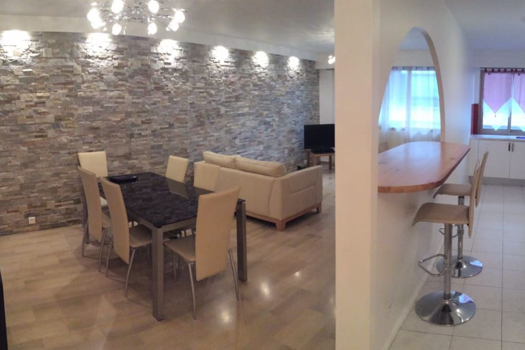 Modern, new and bright lounge with dining area and adjacent kitchen bar
