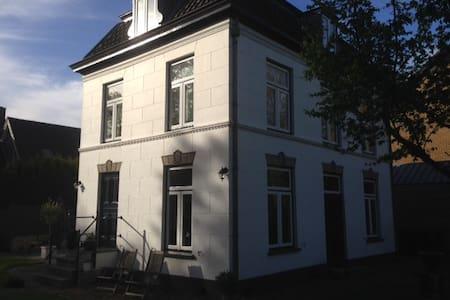 Characteristic House near Amsterdam - Hus