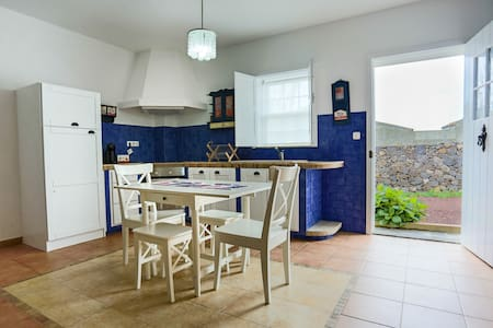 House by the sea, one bed 4p - Ponta Delgada - Villa