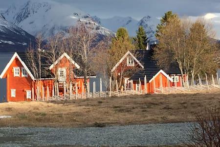 Apartment in Lyngen log house - Pis
