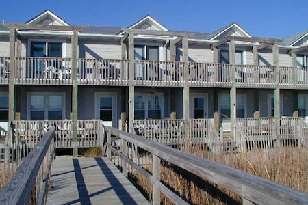 Beautiful Oceanfront Townhome - Stadswoning