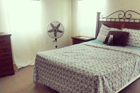 Cozy Room on West Coast - Ház