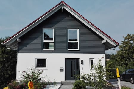 Cosy room in brand-new house near Frankfurt - Eppstein - Apartment
