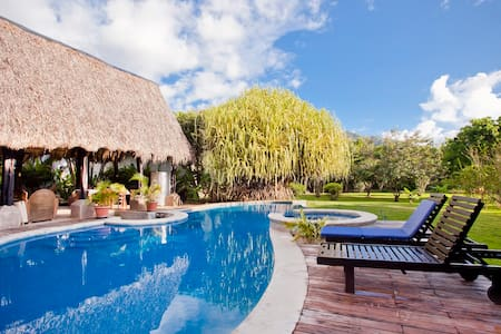 Hacienda JJ Tamarindo #4 - Bed & Breakfast