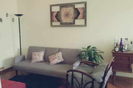 Great 1BD*BEST LOCATION*MODERN*WIFI* 24/7SECURITY - Quito