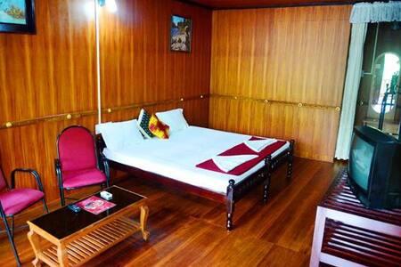 Backwater Retreat Theme House - Bed & Breakfast