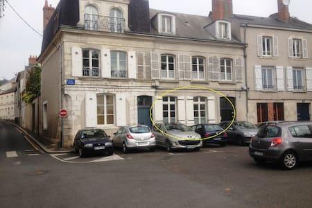 T3 - centre ville - bord de Loire - Hus