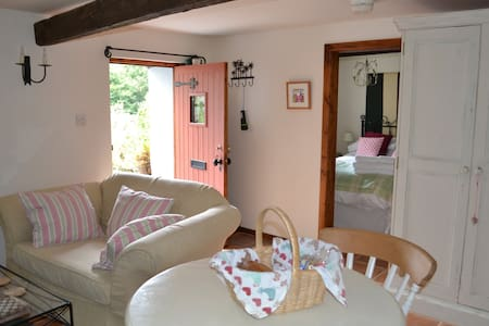 Cosy rural barn, fab views  (Woodpecker Cottage) - Lainnya