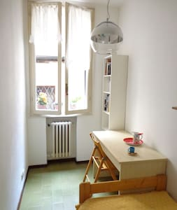 Small single room, heart of Bologna