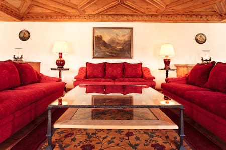 An amazingly furnished 3-bedrooms apartment in the very heart of St. Moritz, one of the most coveted Ski destinations in the Winter and trekking paradise in the Summer! Near all major landmarks, with easy access to the ski-train and the lake.