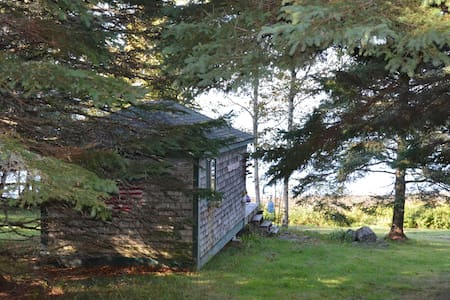 Sea-Side Cabin Rossport -Sleeps 2