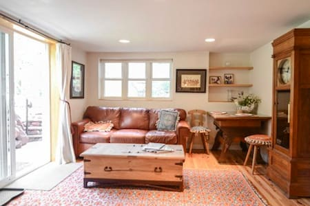French Patio Apartment - Aspen - Lakás