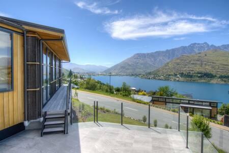 Luxury Lake Lookout