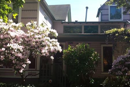 Spacious Sellwood 2 bedroom Suite - Portland - Huis