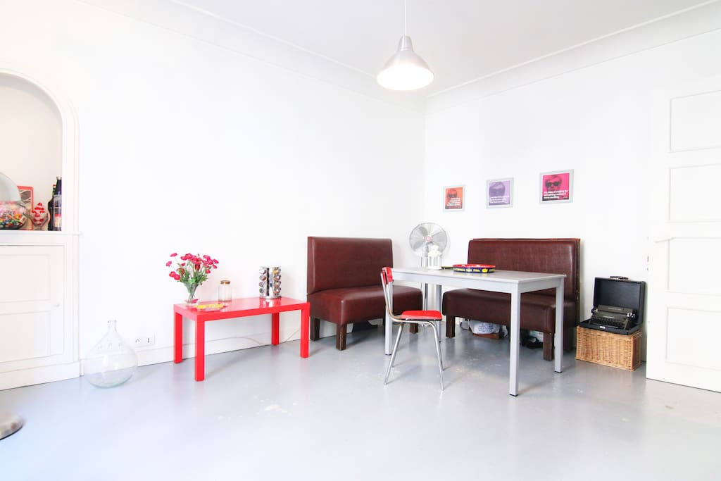 Feel home in this renovated pop art appartment