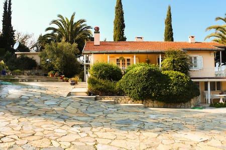 Urla - Haus mit Garten und Pool