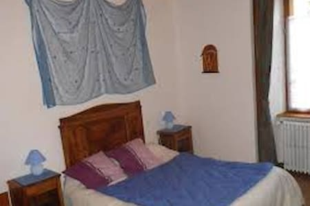 Chambre bleu du 1er étage - Peyrusse