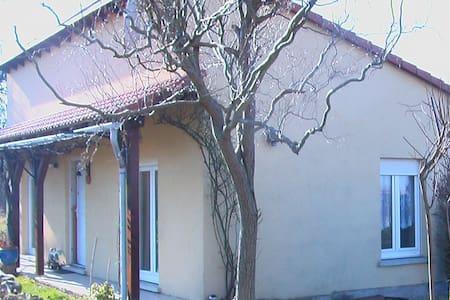 LOCATION AU CALME - Ev