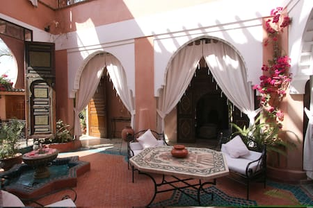 RIAD MAZAL situé à Guéliz - Marrakech - Bed & Breakfast