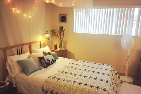 Spacious cozy room w/private bath - Costa Mesa