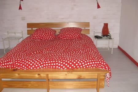 chambre lit double 16m2 - House