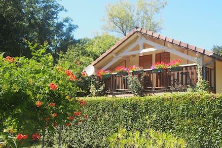Maison de tourisme *** près du lac ST Et. Cantalès - House