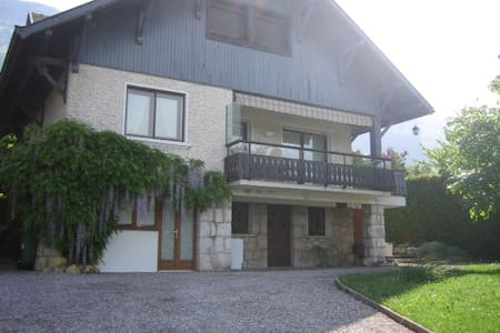 F3 rez de chaussée villa Veyrier du lac - Hus