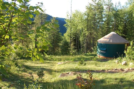 Mountain View Yurt - (Green sleeps 3 max) - Khemah Yurt