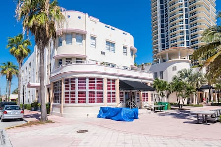 Oceanfront Art Deco Gem