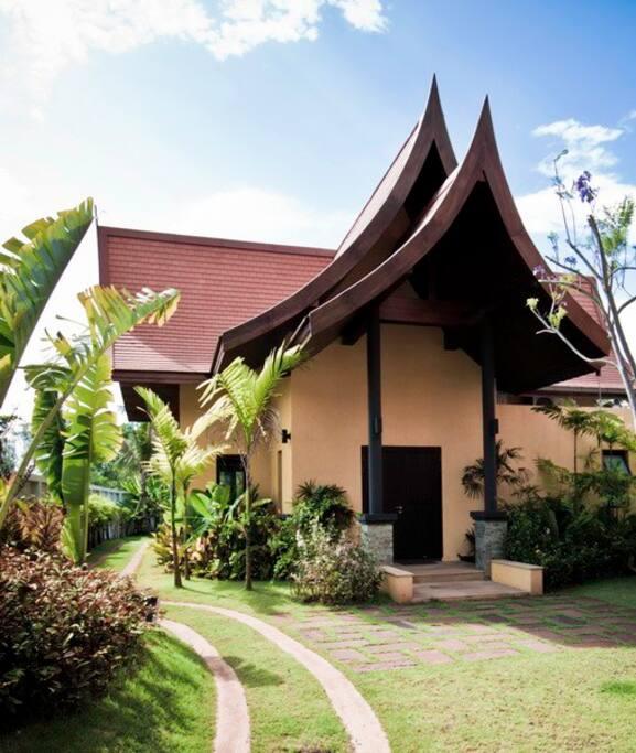 Villa Chaba; Entrance