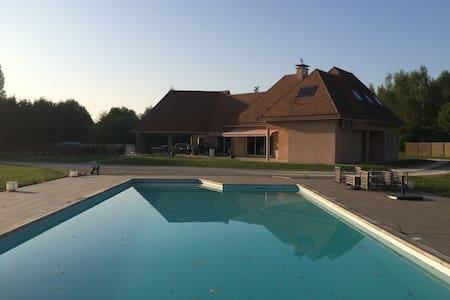 Villa chaleureuse avec piscine - Le Mans
