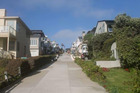 Executive Home - Steps to the Beach