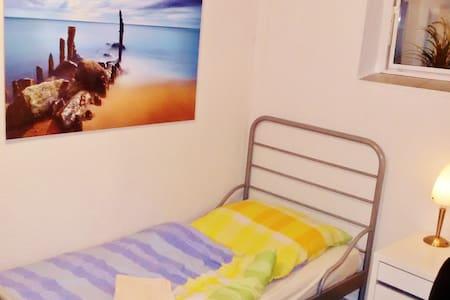 Zimmer im Souterrain (G) - Mannheim