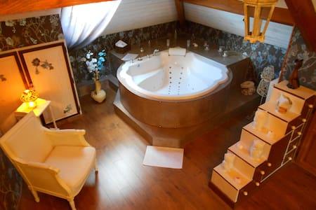 La Tour de Guignes Chambre d'hôtes - Bed & Breakfast